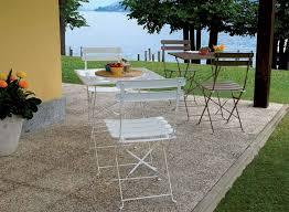 tavoli e sedie per esterno prezzi set da giardino alison in ferro colorato con tavolo e 2 sedie