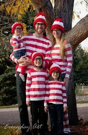 Jaws Halloween Costume 21 Freakishly Fun Couples Family Halloween Costumes Waldo
