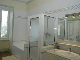 salle de bain provencale très belle demeure de caractère avec piscine au cœur de la drôme