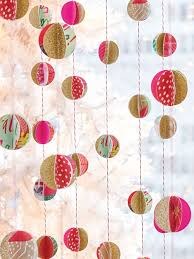 christmas craft idea wrapping paper scrap garland diy