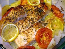 cuisiner pavé de saumon au four recette de saumon sur lit des pommes de terre au four