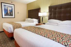 hotels with 2 bedroom suites in st louis mo drury inn st louis at union station drury hotels