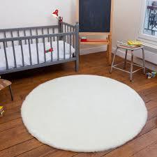 tapis chambre bébé beau tapis rond chambre bébé et tapis rond fausse fourrure blanc