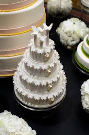 which wedding cake is best for you timeless tiers vs opulent