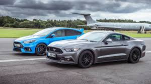 racing mustangs ford mustang vs ford focus rs top gear drag races