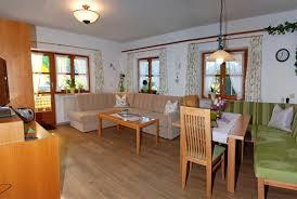wohnzimmer rustikal gestalten orange modernes haus ideen und