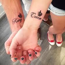 tattoo couple king and queen tatouage couple original 70 idées pour passer sous l aiguille sans