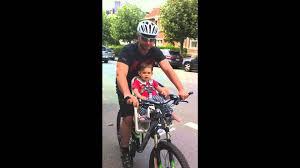 siege velo avant promenade à vélo avec le siège bébé polisport guppy