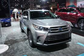 toyota v6 2017 toyota highlander gets new v6 eight speed auto autoguide