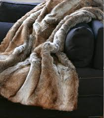 plaids fausse fourrure pour canapé plaid fausse fourrure renard 150 x 170 cm plaid addict vente en