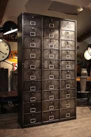 deco industrielle atelier les 25 meilleures idées de la catégorie classeurs de métal sur