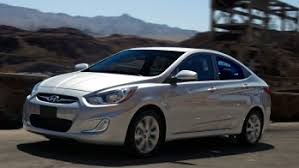 hyundai accent reviews 2014 hyundai accent review 40 mpg with gas but falls on tech