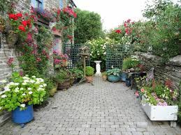 imagenes de jardines pequeños con flores jardín y terraza escapadas con encanto opciones jardin pequeno
