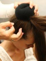 Hochsteckfrisurenen Dutt Selber Machen by Hochsteckfrisur Nachmachen Mit Haarpolster Bilder