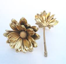 dipped in gold real daisies preserved in gold or silver