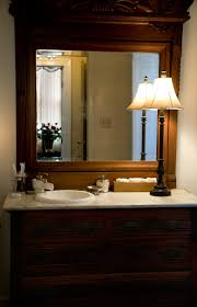 beautifies the bathroom by placing a table lamp orchidlagoon com