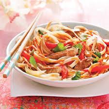 cuisine asiatique facile nouilles sautées au porc sauce thaï recettes cuisine et