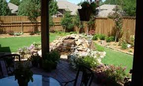 ways to turn your outdoor landscaping small yard privacy