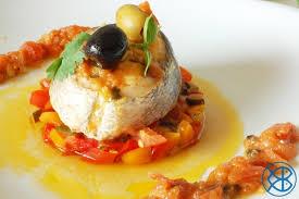 cuisiner le merlu recette italienne tranche de merlu de ligne en sauce tomate et aux
