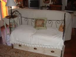 lit transformé en canapé petit lit en fer d enfant transformé en canapé et dessous 3 tiro