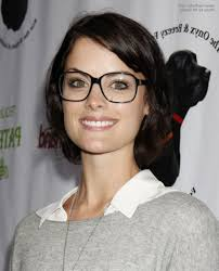 hairstyles with glasses jaimie alexander fe ine short hairstyle