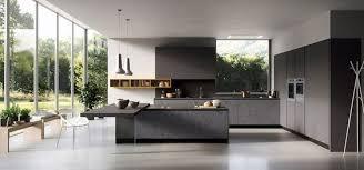 cuisine moderne italienne cuisine moderne design image de italien avec armoires noires 16