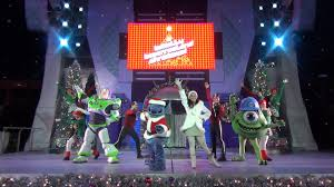 full a totally tomorrowland christmas show at mickey u0027s very merry