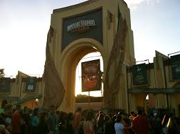 entrance to halloween horror nights at universal studios orlando