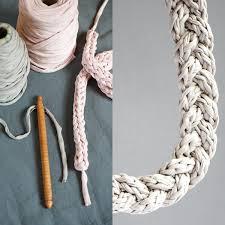 How To Make T Shirt Yarn Rug 10 T Shirt Yarn Projects Diy Tshirt Yarn Chord Or Necklace