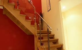 Difference Between Banister And Balustrade Closed Staircase Open Thread Stairs Cut String Stairs Curved
