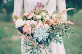 wedding flower ideas inspired by 2017 pantone colors ftd com