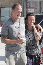 alanis morissette shows tiger with husband souleye in