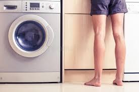 femme nue cuisine femme avec les jambes nues dans la cuisine image stock image