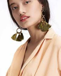 earrings trends everyone is giving these gaudy earring trends a go this year