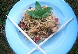 cuisine chinoise facile recette de nouilles chinoises faciles au poulet la recette facile