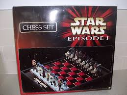 star wars episode 1 chess set with 32 detailed figures in