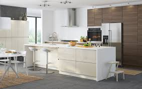 A large kitchen with light beige high gloss doors and drawers
