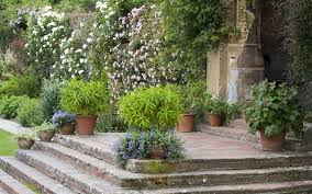 how to create an amazing garden wall telegraph