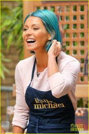 kelly ripa hair kelly ripa debuts new bright blue hair color photo 3411894