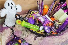 Gift Baskets For Halloween by 8 Of The Best Quick And Easy Candy Free Favors For Halloween