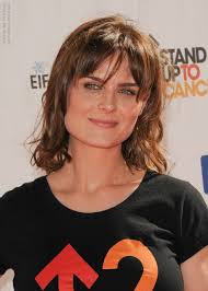 hair cuts for heavy jaw line emily deschanel medium hairstyle with layers and bangs for a