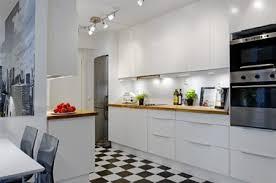 cuisine blanche sol noir meubles de cuisine blanc carrelage damier noir et blanc