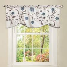 box pleat valance with two smaller sections on sides and larger