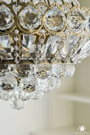 Circular Crystal Chandelier Varnished And Glossy Round Dining Table Centerpieces Have Flower