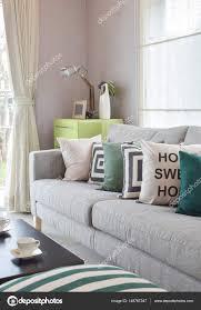 coussin canapé gris confortable canapé gris avec coussins motif géométrie moderne salon