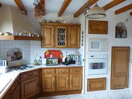 peindre cuisine rustique relooker cuisine en chene le bois chez vous