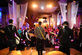 wedding band or dj why need to hire live band for your wedding william