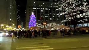 chicago tree lights up daley plaza 11 25 2014 1