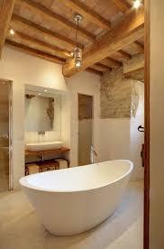 badezimmer modern rustikal badezimmer rustikal holz dachbalken holz waschtisch aufsatzbecken