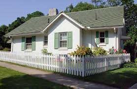 exterior painting minneapolis company cottage with picket fence